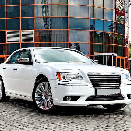Chrysler 300c II new - аренда