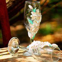 Белые свадебные бокалы с лилиями