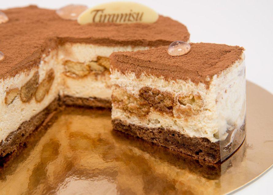Тирамису - изысканный итальянский десерт, который нельзя есть на ходу, в машине или сидя в парке на скамейке - ведь Тирамису имеет аристократическое происхождение, поэтому требует к себе соответствующего отношения.  - фото 2739723 Сан Круа,кафе  - кондитерская, торты на заказ