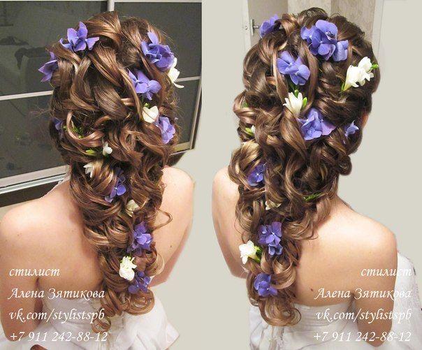 Коса с вплетенными цветами