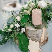 Цветочные композиции на столы гостей в лесном стиле
