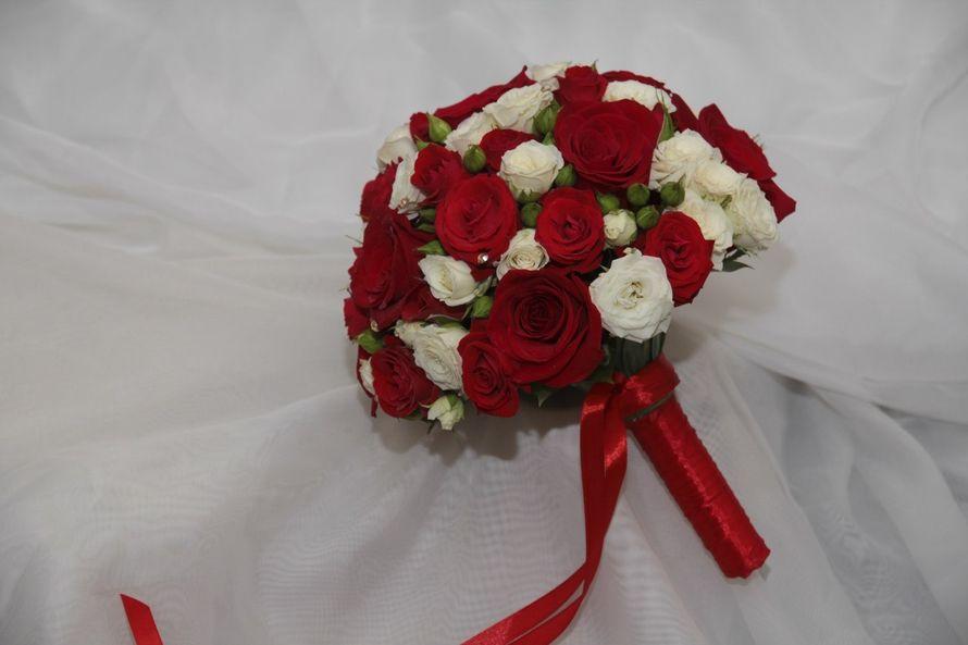 Букет из белых и красных роз своими руками