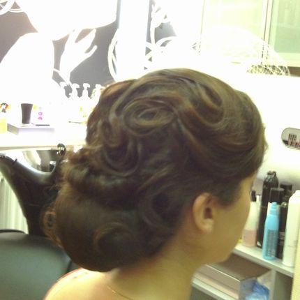 Причёска для стилизованной вечеринки