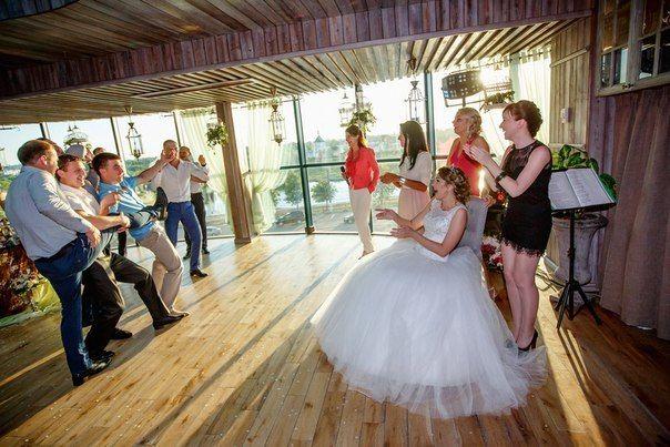 Веселые развлечения для гостей - фото 10394848 Ведущая и выездной регистратор Наталья Смирнова