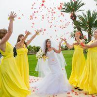 Невеста и её подружки в желтом