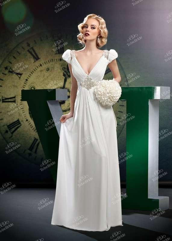 """Невеста в прямом платье с V-вырезом и рукавами-фонариками, под грудью вышивка бисером  - фото 2972421 Салон свадебной и вечерней моды """"Белый Танец"""""""
