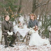 Невеста, жених, украшенный столик, фотодекор