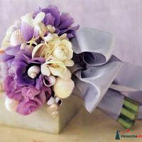 Букет невесты из сиреневых гортензий и анемонов для морской свадьбы