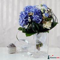 Букет невесты из голубых гортензий, белых эустом и хамелациумов blue-wedding-flowers