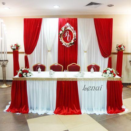 Оформление зала в красном цвете