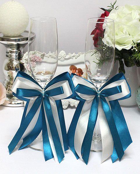 970b4420a6b3ae7 Бокалы для молодых изысканной формы, украшенные бантом оригинального бело-бирюзового  цвета. Цвет атласных лент ассоциируется с голубой сосной, ...