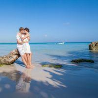 жених и невеста, съемка в Доминикане,  пляж Макао, океан, поцелуй любовь, счастье, молодость