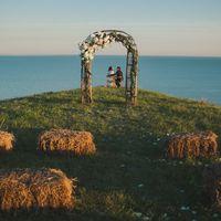 арка деревянная   количество: 1шт  высота: 2,2м   стоимость аренды: 5000р/сут