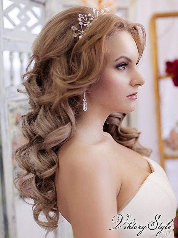 Прически с распущенными волосами на свадьбу на средние волосы