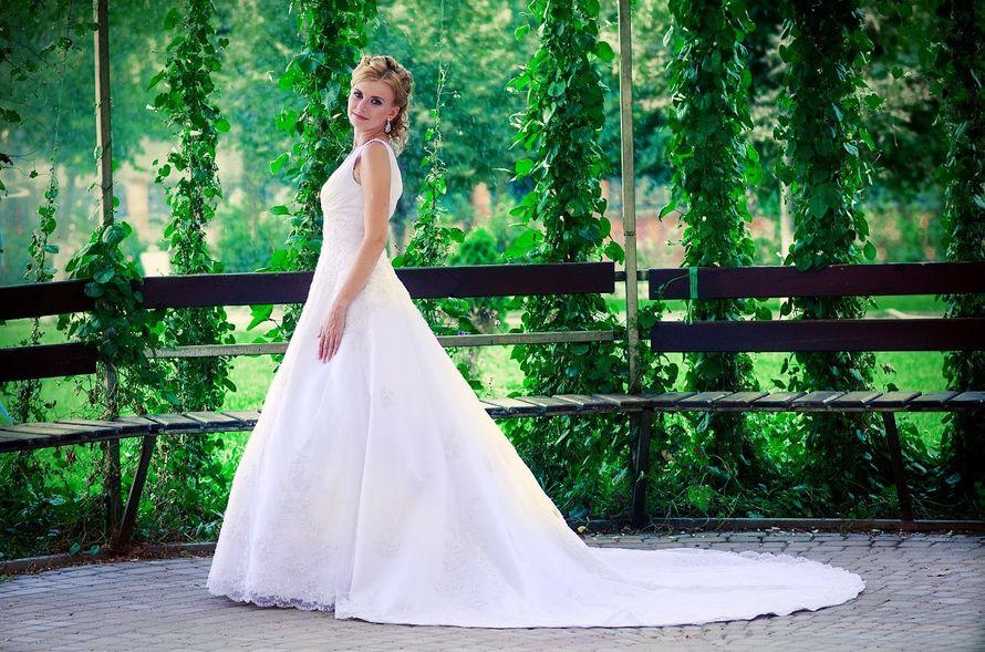 Платье А-силуэта с кружевном платье со шлейфом на бретелях  - фото 3301777 Фотограф Вдовина Анастасия