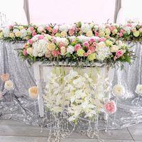 Цветочное великолепие , в нежных тонах розовой пудры и серебра . Пышные композиции на канделябрах . Пионы , гортензии и розы