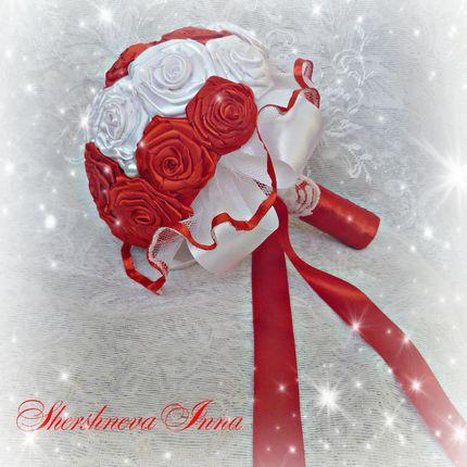 Букет невесты из атласных роз