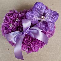 Подушечка-сердечко из живых цветов.