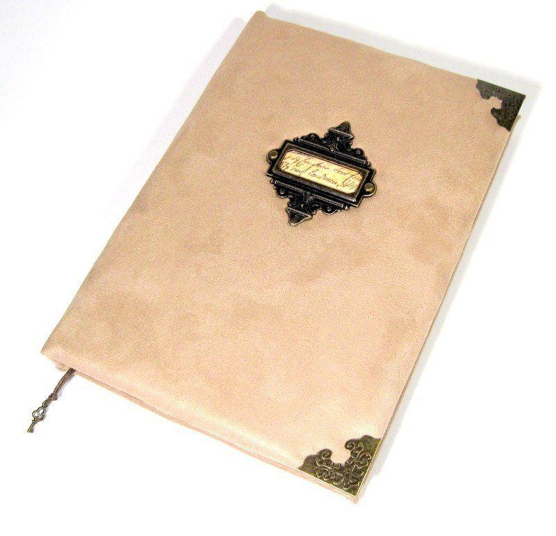 Книга ручной работы в бежевых тонах