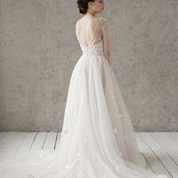 Запись на примерку +7 (812) 912-25-13 Больше фото:   Свадебное платье «Эмилия» Цена: 59 900 ₽  Возможные цвета: - белый - молочный - нежно-розовый - жемчужно-кофейный - припыленно-сиреневый - припыленно-серый  При отсутствии в наличии нужного размера это