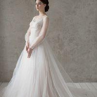 Больше фото:   Свадебное платье «Алина» Цена: 39 900 ₽  Возможные цвета: - белый - молочный - нежно-розовый - жемчужно-кофейный - припыленно-сиреневый - припыленно-серый  При отсутствии в наличии нужного размера это платье может быть выполнено в размерах