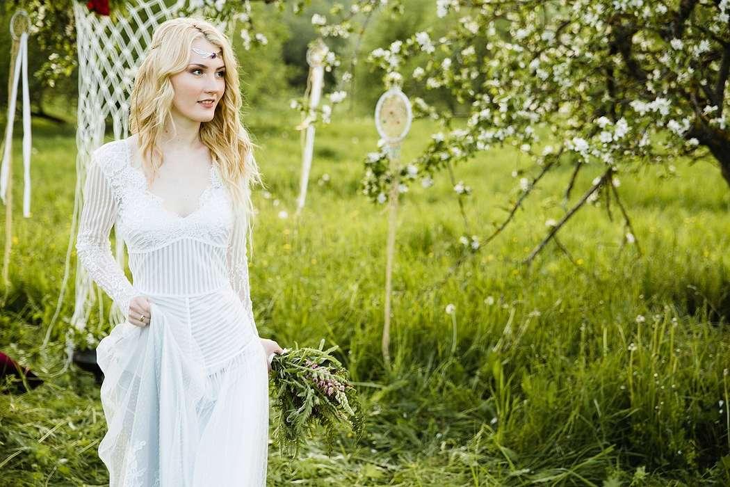 свадебное платье в стиле бохо в наличии, размер 42-44, рост 175-185, цена 28000р. - фото 16262514 Kosmi bridal - свадебные платья