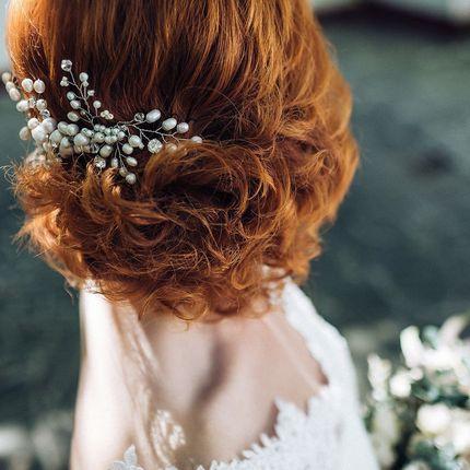 Прическа на короткие и средние волосы