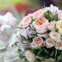 Нежное оформление зала с пионовидными розами в ресторане Богема