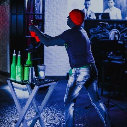 Неоновое шоу выступление барменов