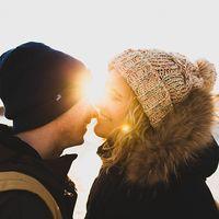 Зимняя, но не менее теплая лавстори Лизы и Лёши.