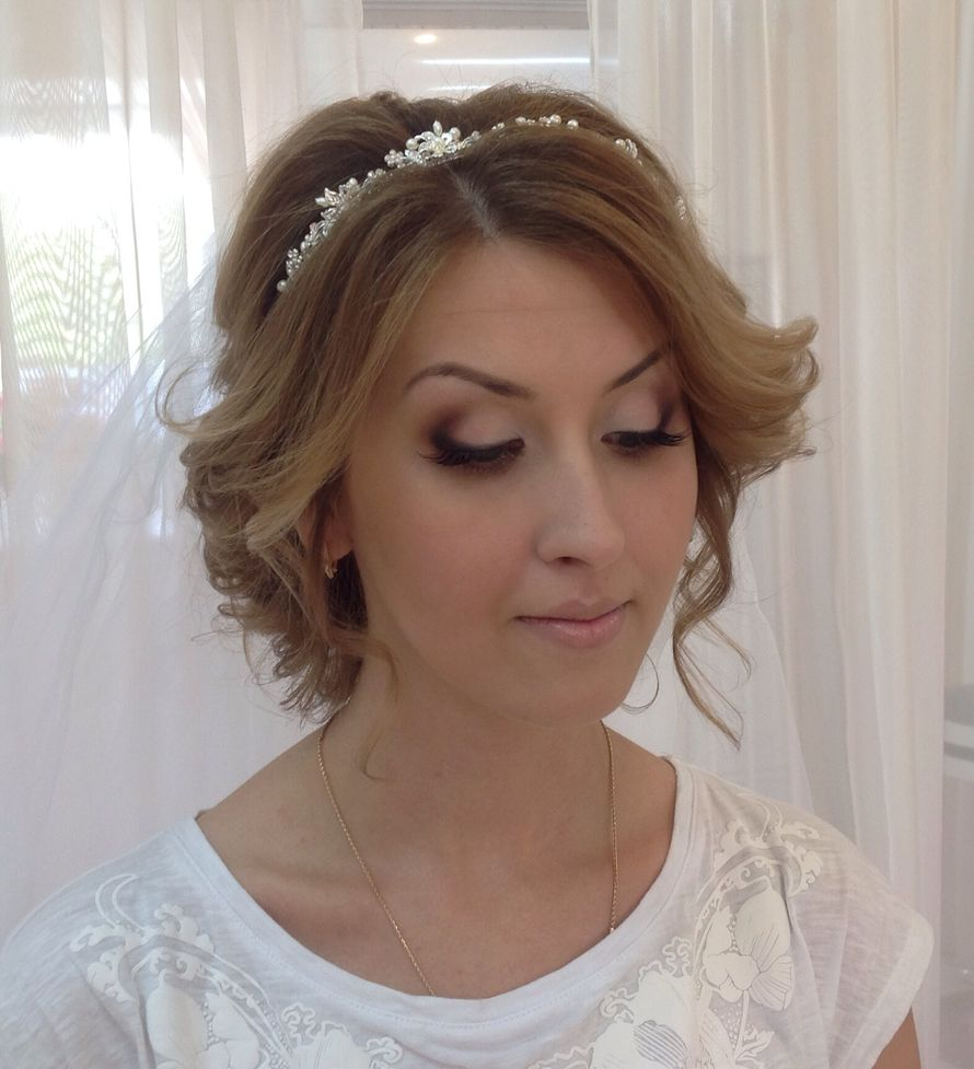 Причёска на каре с удлинением на свадьбу