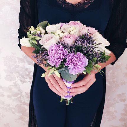 Букет невесты из роз и зелени
