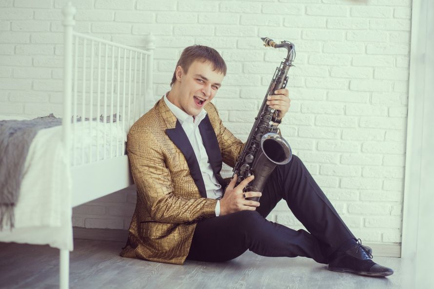 Фото 4453225 в коллекции Фотографии - Певец-саксофонист Анатолий Котенко