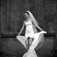 чёрно-белое фото, длинные свадебные платья, шлейф, фата