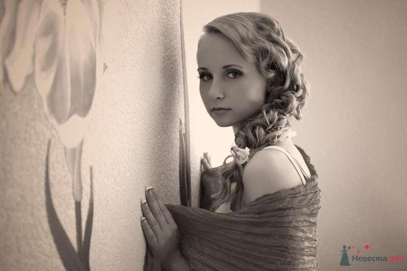 Фото 31518 в коллекции Ассиметричная прическа с альстромериями - Визажист-стилист свадебного образа Лариса Костина
