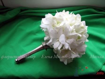 Букет из орхидей на серебрянной портбукетнице - фото 44299 Цветочная мастерская Флорины