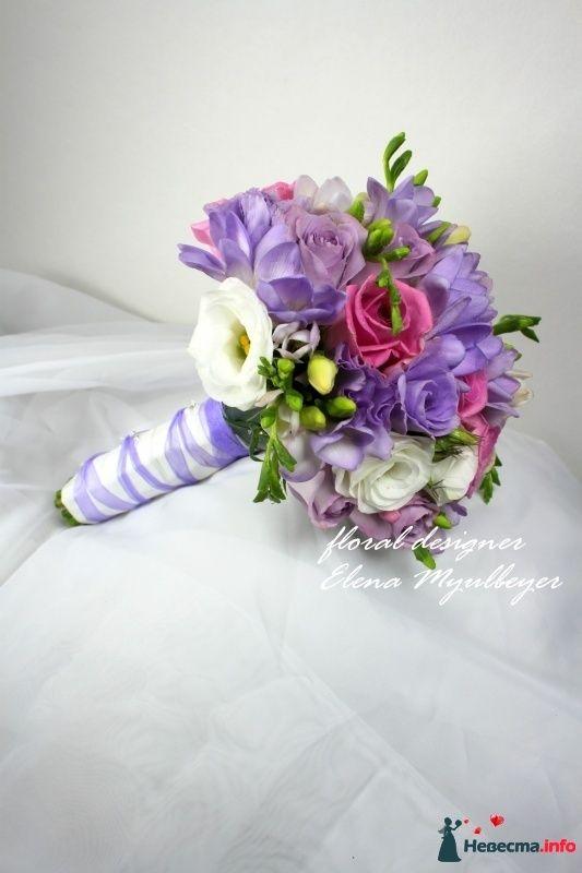 """Букет с ароматной фрезией, розовыми розами и лизиантусом - фото 303560 Цветочная мастерская """"Флорина"""""""