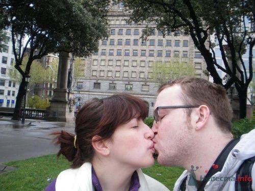 Сладкий поцелуй в центре Барселоны ;)