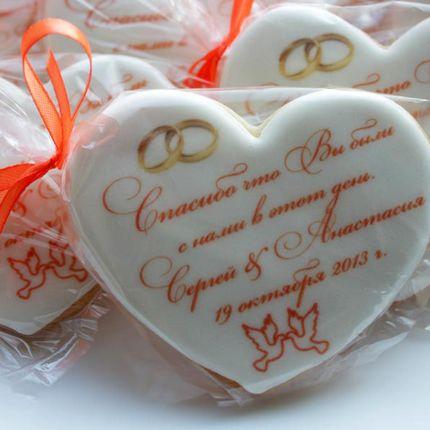 Свадебное печенье-сердечко с пожеланиями