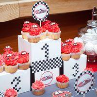 Сладкий стол в стиле гоночных машин на детский день рождения