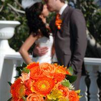 Букет невесты в оранжевом цвете из роз, гербер и альстромерий