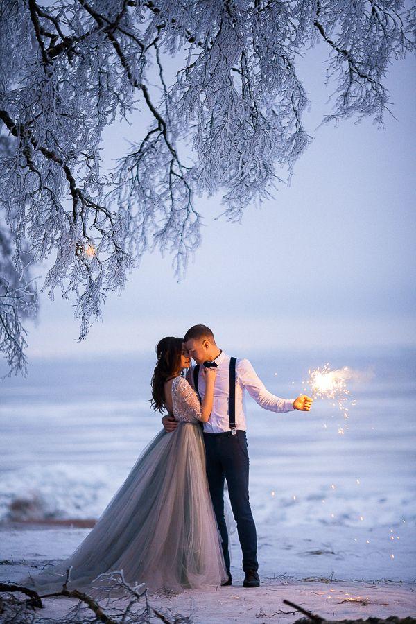 Свадьба в лесу, зимняя прогулка, зимняя love-story, свадьба в Питере, Голубое свадебное платье, бенгальские огни на свадьбе, фотограф Александр Хвостенко - фото 13347618 Фотограф Александр Хвостенко