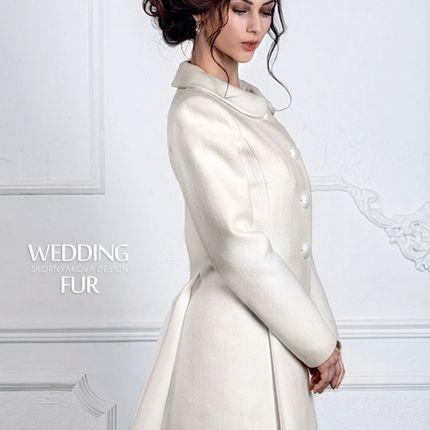 Белое приталенное пальто из шерсти