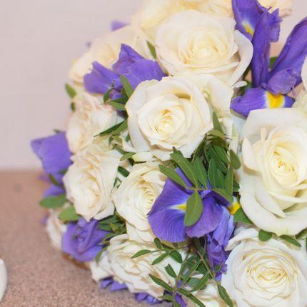 Букет невесты с ирисами