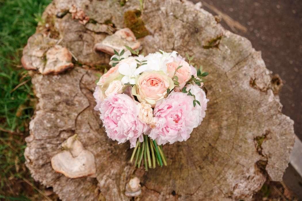 Букет невесты из пионов - фото 16716144 Inspiration - студия декора
