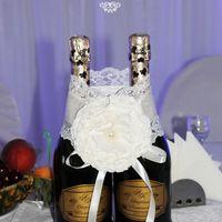 Украшение и этикетки на шампанское.