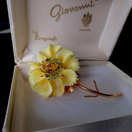 Винтажная брошь-цветок Giovanni