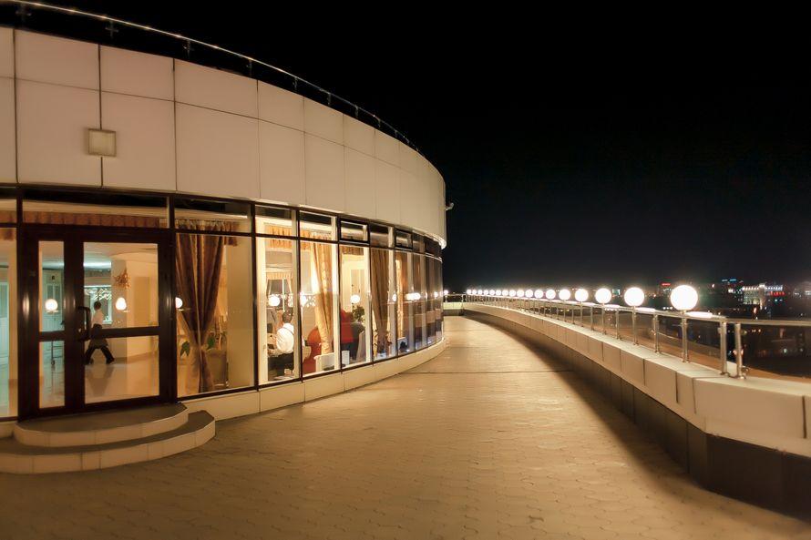 """Терраса на крыше с видом на город для проведения выездной регистрации - фото 3888851 Банкетный зал """"Ясная поляна"""""""