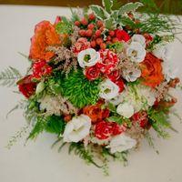 Букет невесты из лизиантуса, роз, кустовых розочек, гиперикума, гвоздики, астильбы, с добавлением различной зелени   Флорист Рина Озерова