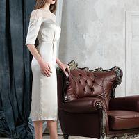 Элегантное свадебное платье из шелка и кружева